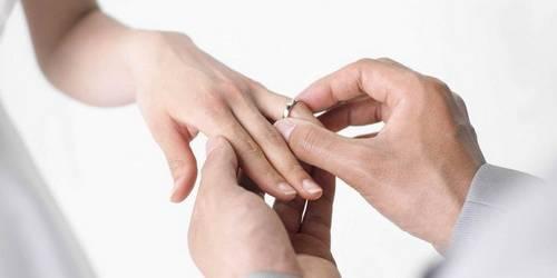 Золотое обручальные кольца и кольца с бриллиантами